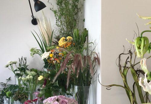 今日も色とりどりのお花たちと一緒にお待ちしています(2019.08.04)