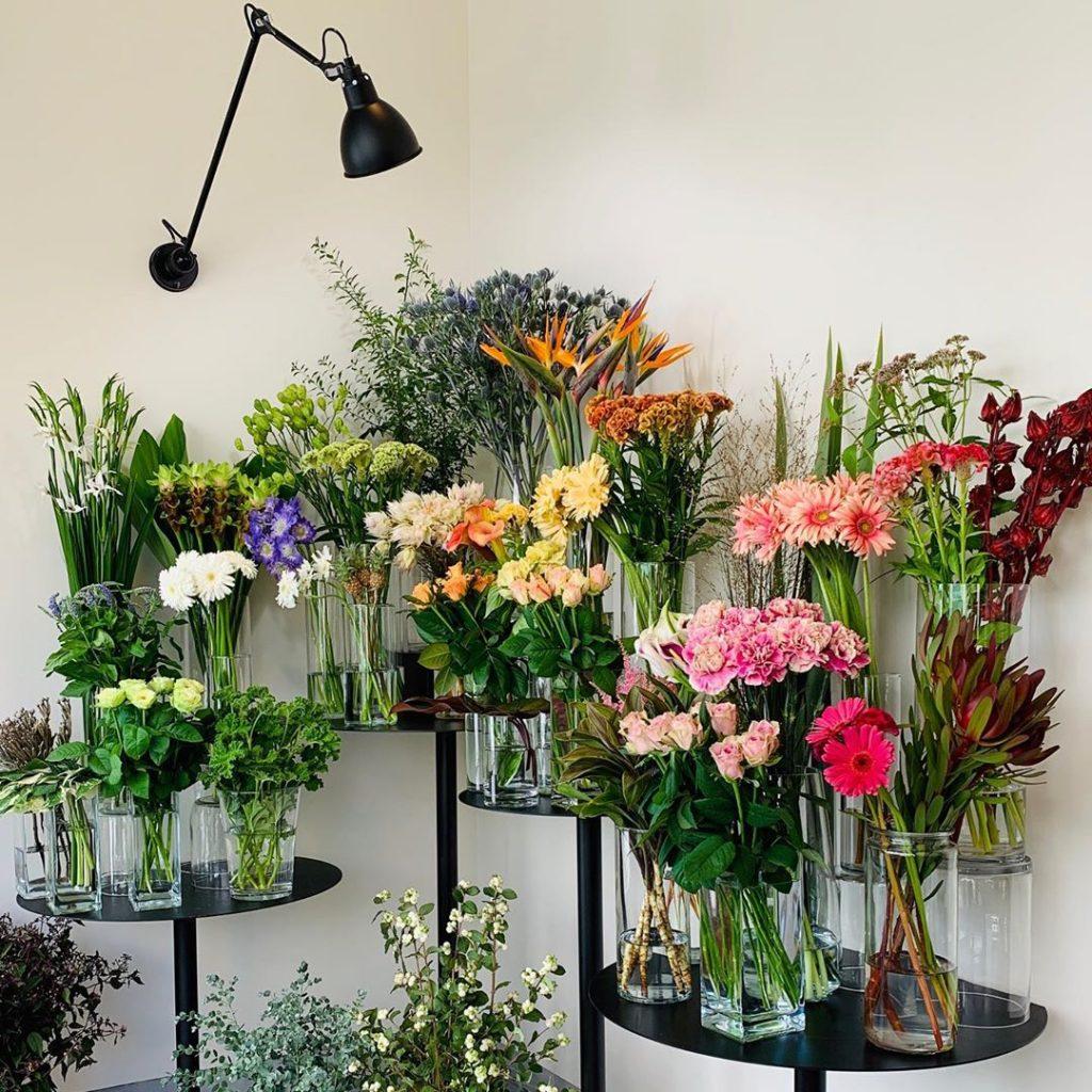 今日も色とりどりのお花たちと一緒にお待ちしています(2019.09.02)