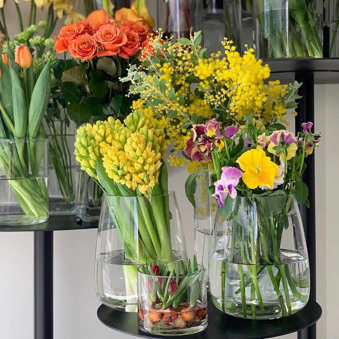 今日も色とりどりのお花たちと一緒にお待ちしています(2020.01.25)