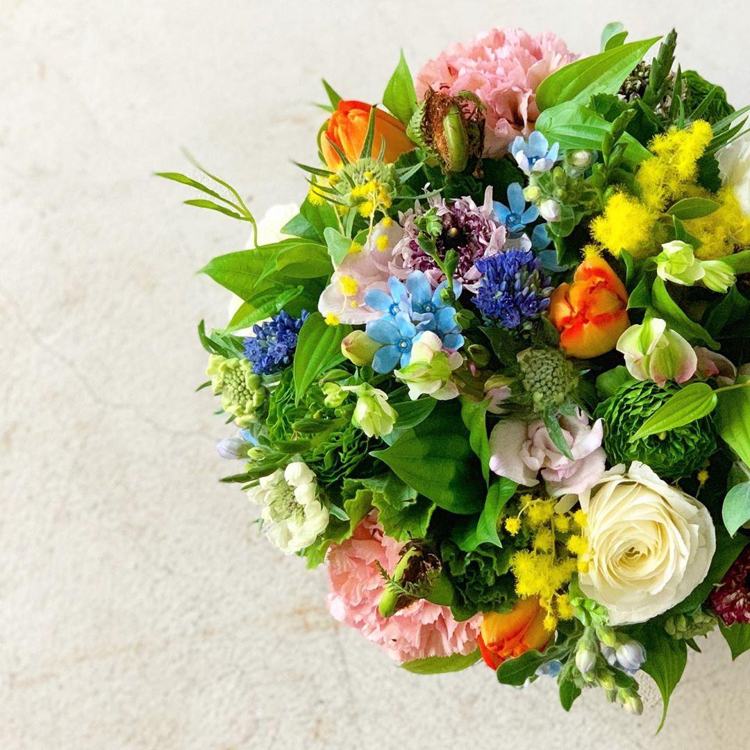今日も色とりどりのお花たちと一緒にお待ちしています(2020.01.28)