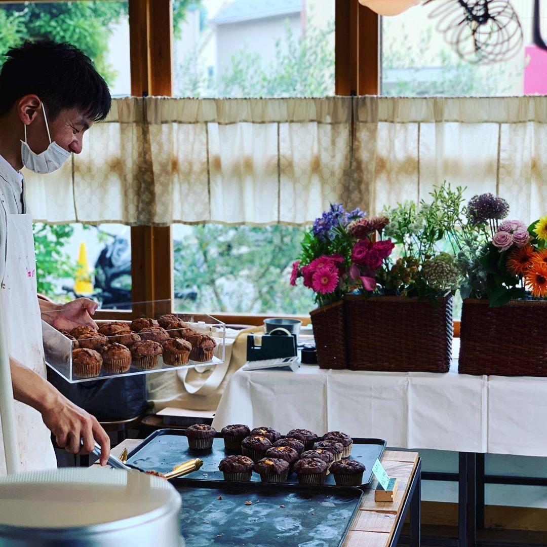 今日も POMPON CAKES でゆるゆると、16時頃までお花を販売しております(2020.06.18)