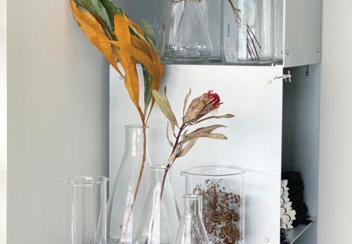CHICでは花器の販売もしています(2020.10.18)