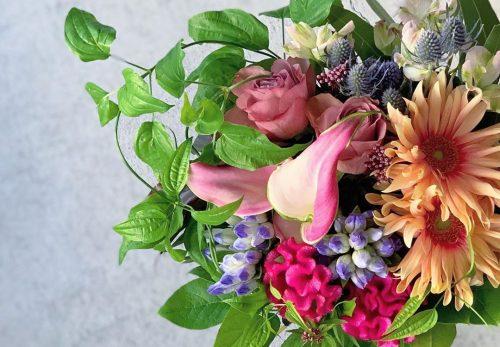 今日も色とりどりのお花たちと一緒にお待ちしています(2020.11.08)