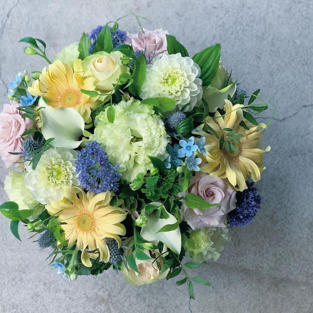 今日も色とりどりのお花たちと一緒にお待ちしています(2021.07.04)