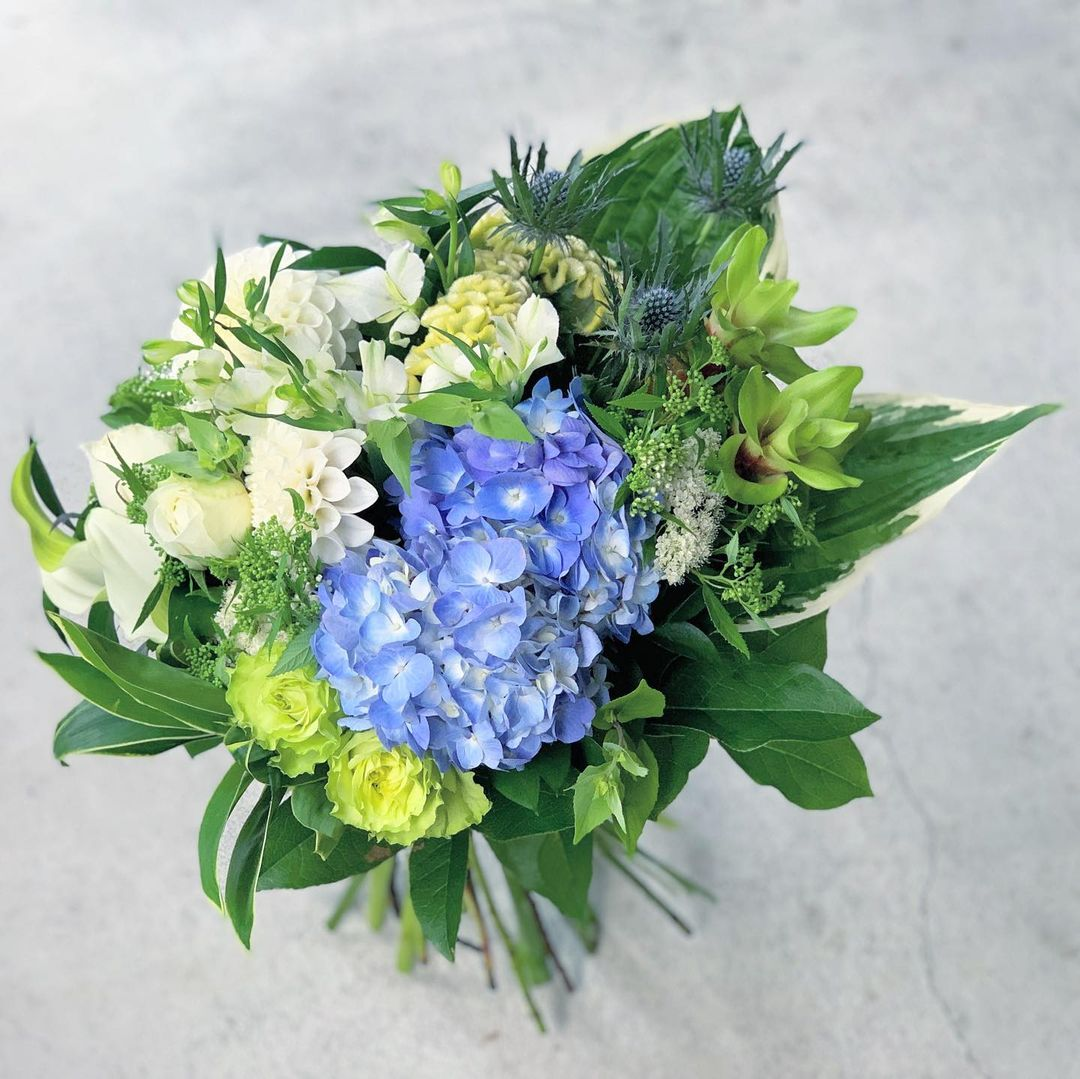 今日も色とりどりのお花たちと一緒にお待ちしています(2021.07.13)