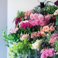 今日も色とりどりのお花たちと一緒にお待ちしています(2021.10.09)